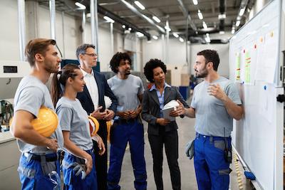 supervisor providing work health and safety training